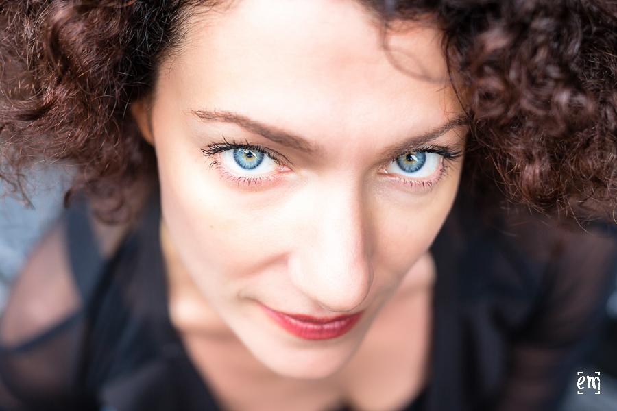 junge Frau Blick in Kamera, blue eyes, intensiv, Portraits, Fotograf Wiesloch Hochzeit Portrait Frau New York Ernst Merkhofer Hochzeitsfotograf, Portfolio