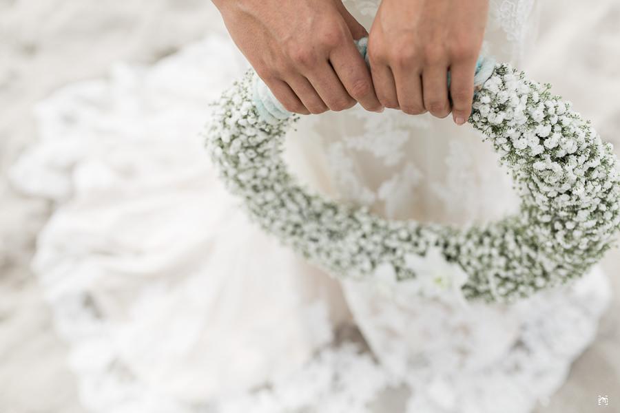 Braut Portraits und Brautpaar Bilder Strand Blumenstrauß Brautkleid Dünen Meer Ostsee Ernst Merkhofer Hochzeitsfotograf Portraitfotograf Fotograf