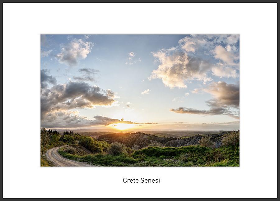 Crete Senesi, typische Landschaft um Asciano, Toskana Fotoreise mit Ernst Merkhofer im Frühling. warme Sonnenuntergangsstimmung und weiter Blick bis zum Horizont.
