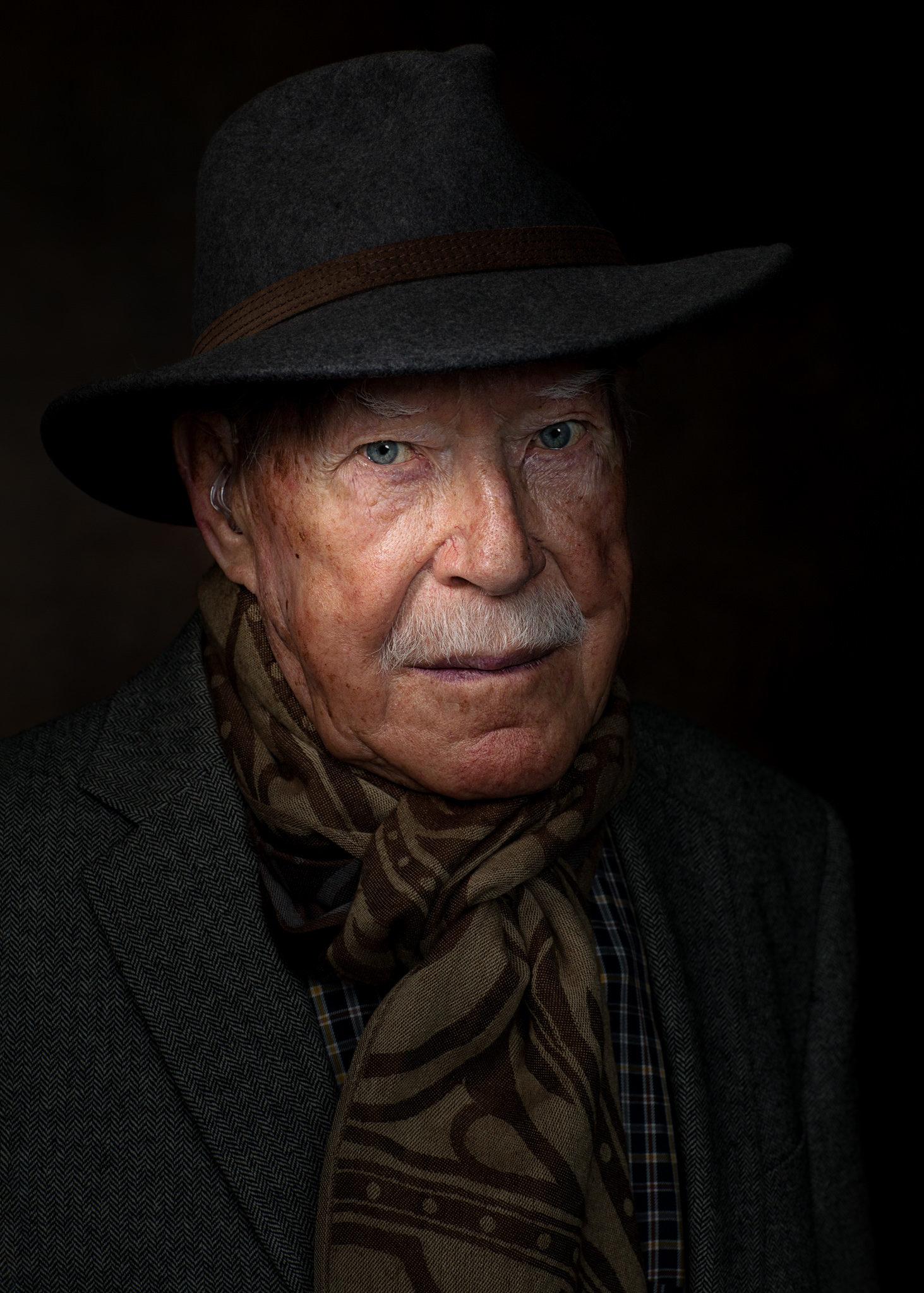 Portfolio, Porträt eins rüstigen, älteren Mannes, Charakter, Portrait, Portraits, Rembrand Licht, im Stil der Alten Meister, Mann mit Hut, Style, stylish, Fashion,