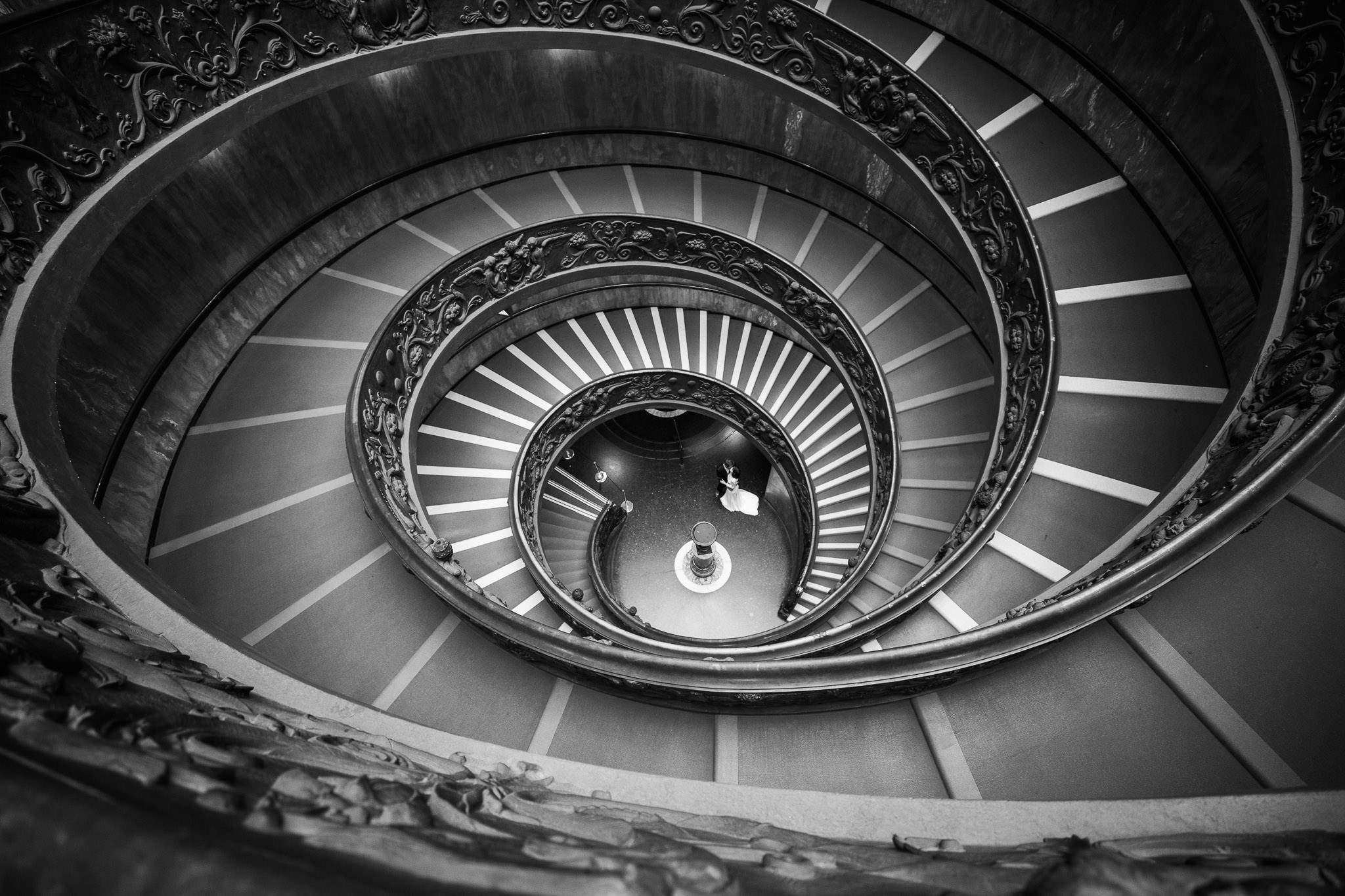 Ernst Merkhofer Exclusive, Fotograf, Rom , Exlusive, Signature Shots , Ernst Merkhofer, Pärchen, junges Paar, Foto Session, Photo Shoot, Staircase, Love, Portraits, Portrait, Rome, sw, bnw,