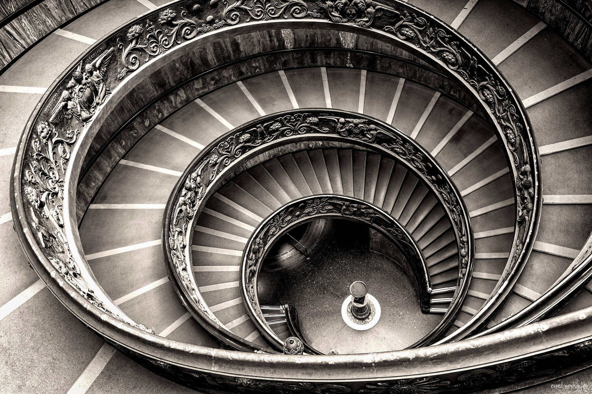 Portfolio Ernst Merkhofer, Fotograf, home, homepage, Rome, spiral treppe, double helix staircase, vatican, bnw, sw, schwarz-weiss, one of a kind.
