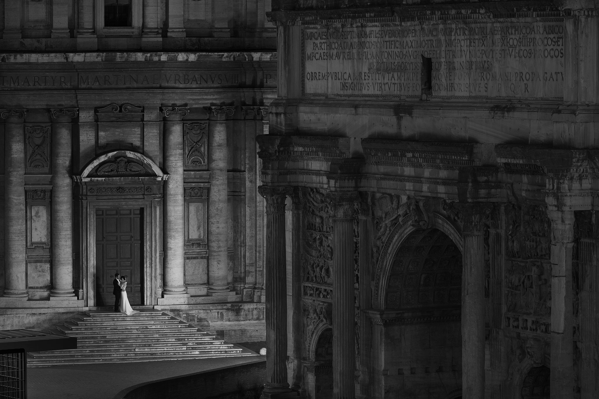 RomAntik, Ernst Merkhofer Exclusive, Fotograf, Rom, Signature Shots , Exlusive, Signature Shot, Ernst Merkhofer, Pärchen, junges Paar, Foto Session, Photo Shoot, Staircase, Love, Portraits, Portrait, Rome, Fori Cesari, Forum Romanum, sw, bnw,